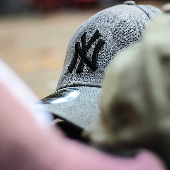 Kšiltovka New Era 9FORTY Engineered Plus New York Yankees Black / Black Strapback