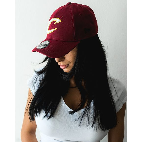 Kšiltovka New Era The League Cleveland Cavaliers White C Logo 9FORTY Official Team Colors Strapback