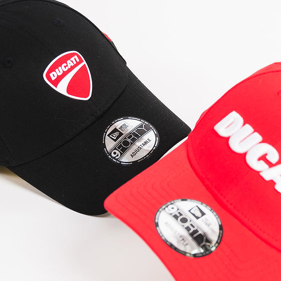 Kšiltovka New Era Essential Wordmark SS18 Ducati 9FORTY Scarlet Strapback