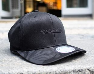 Kšiltovka Mitchell & Ness Black Out 621 Black