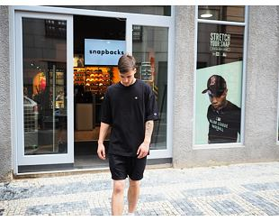 Triko Champion Crewneck T-Shirt Black 215341 KK001NBK