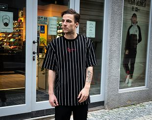 Triko Karl Kani 6030153 Small Signature Pinstripe Tee Black/White